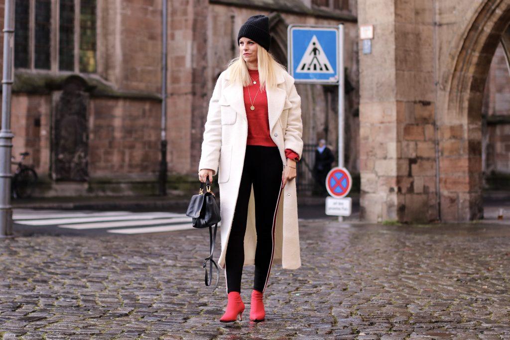 Edited Mantel, Sockboots Zara, Zara Leggins roter Streifen