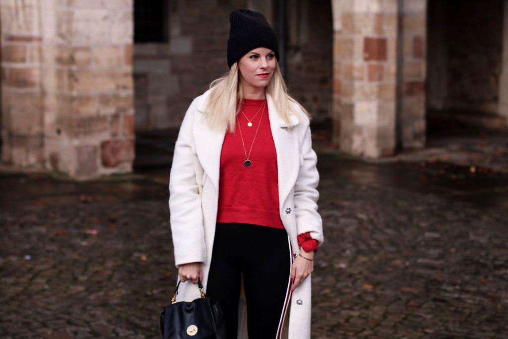Edited Mantel weiß oversize, Zara Leggins, Sockboots Zara rot