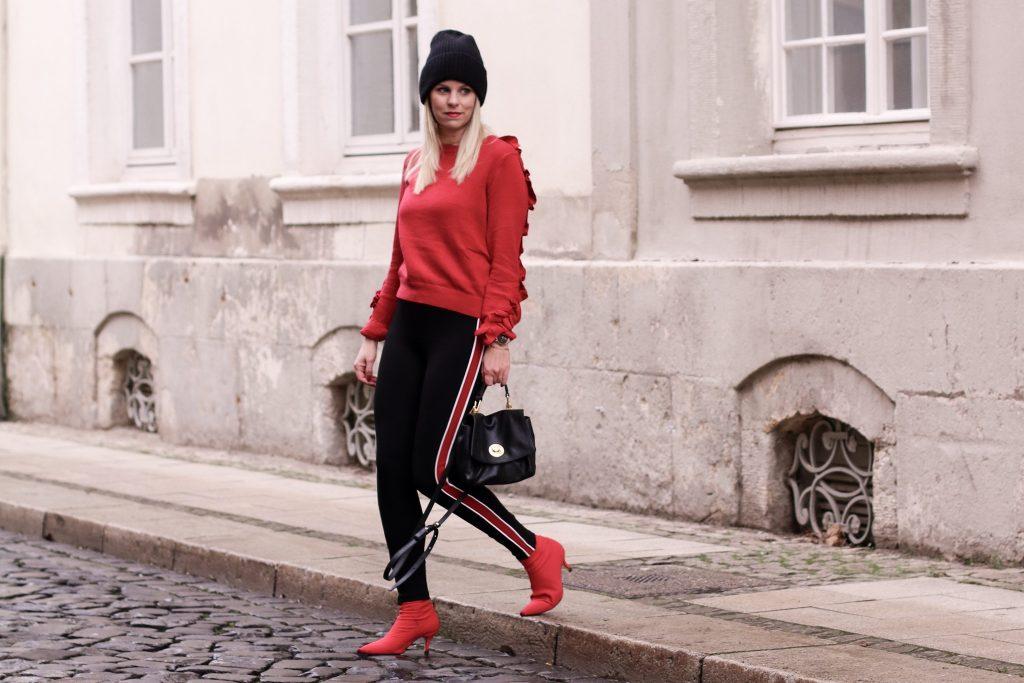 Zara Leggins mit rotem Streifen, Sockboots Zara