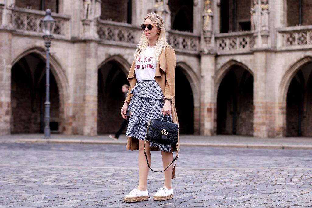 Volant Rock NAKD, Superga Plateau Espadrilles, Zara Shirt NYC, Trenchcoat Ivyrevel, Gucci Marmont Henkeltasche