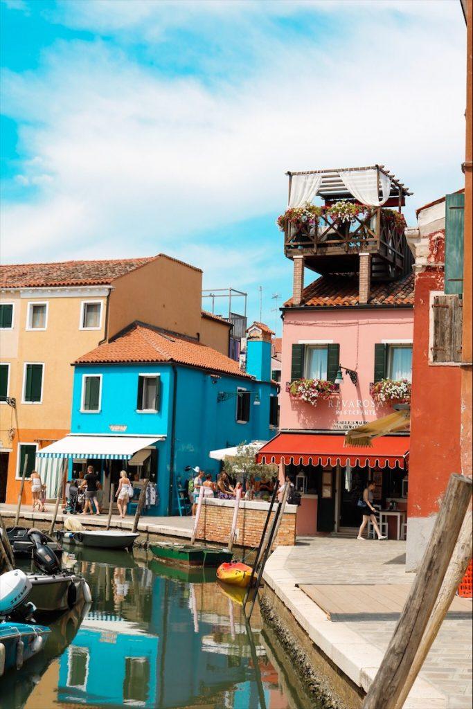 Mit dem Auto durch Italien, Kanal Burano, Häuser Burano, Roadtrip