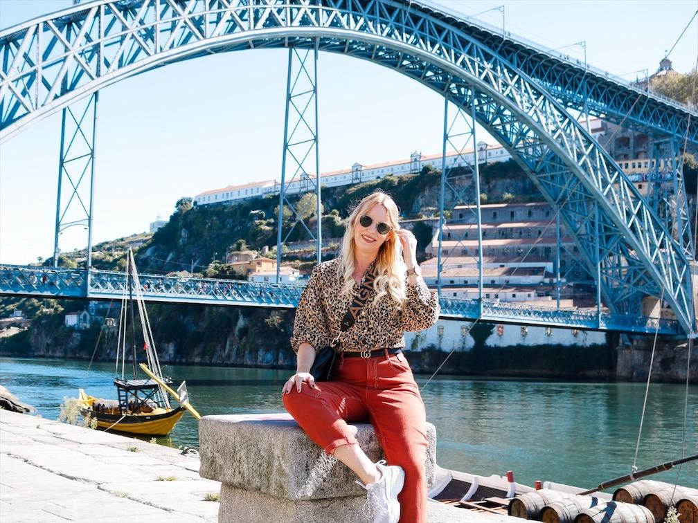 Die bessten Fotospots in Porto, Aigner Strap, Leoshirt, Rayban Round, Gucci Gürtel